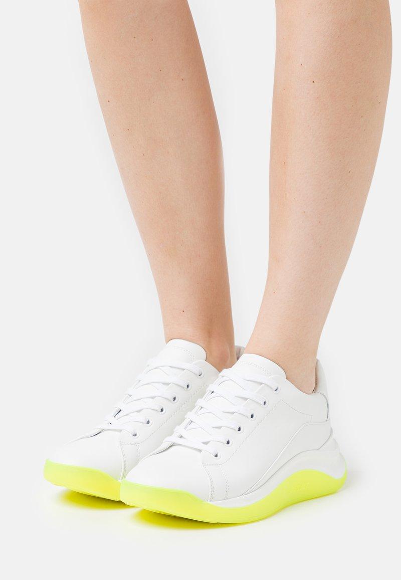 Sportmax - ROBERTA - Sneakers laag - giallo
