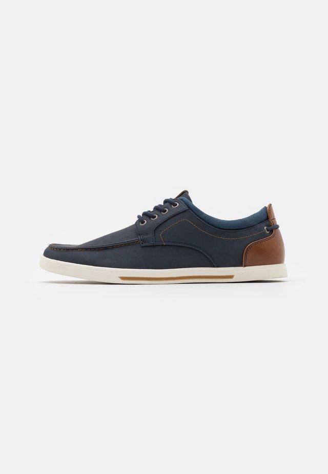 FABIANO - Volnočasové šněrovací boty - navy