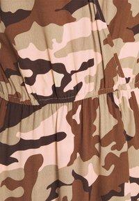 True Religion - Denní šaty - camouflage peach - 7