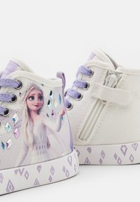 Geox - Disney Frozen Elsa GEOX JUNIOR CIAK GIRL - Zapatillas altas - white/lilac - 5