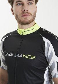 Endurance - RADTRIKOT PARMER M CYCLING - Print T-shirt - black - 4