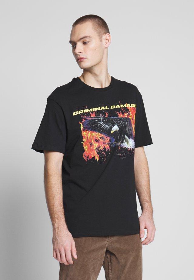 EAGLE TEE - T-shirt z nadrukiem - black/multi