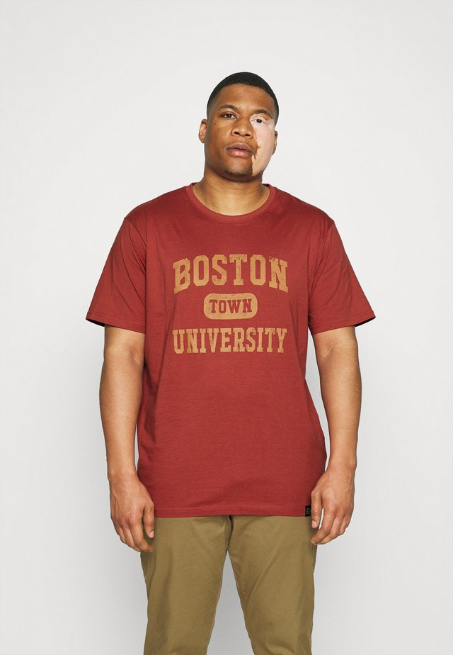 COLLEGE PRINT TEE - T-shirt imprimé - bruned red