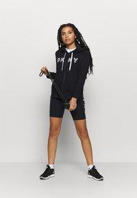 DKNY - TRACK LOGO ZIP HOODI - Zip-up hoodie - black - 1