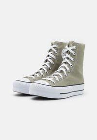 Converse - CHUCK TAYLOR ALL STAR LIFT - Baskets montantes - light field surplus/white/black - 3