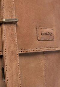 Leabags - Aktetas - brown - 2