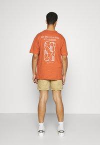 Redefined Rebel - THOMAS - Shorts - sand - 2