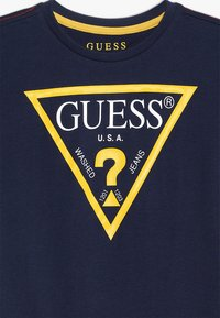 Guess - CORE JUNIOR  - Print T-shirt - blue/white - 3