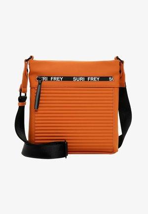 CARRY - Across body bag - orange