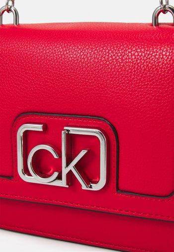 FLAP SHOULDER BAG - Across body bag - red
