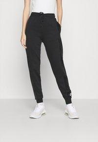 Nike Sportswear - HRTG VELOUR - Pantalones deportivos - black/white - 0