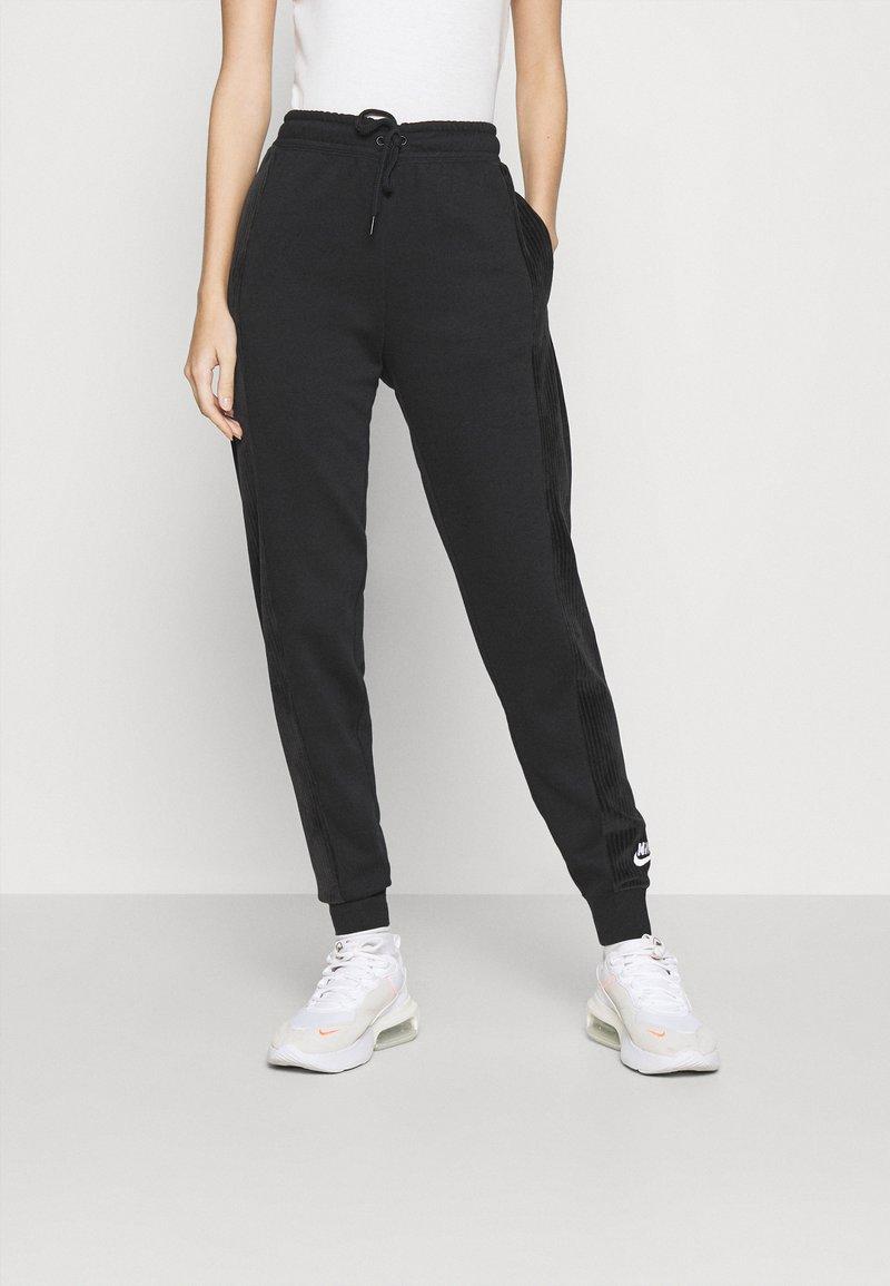 Nike Sportswear - HRTG VELOUR - Pantalones deportivos - black/white