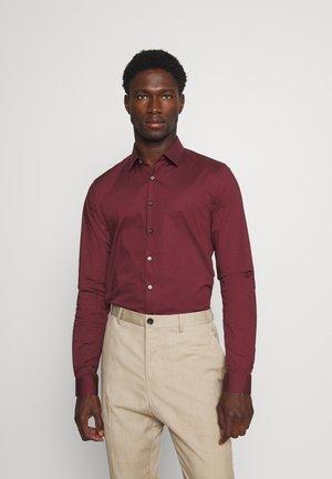LOGO STRETCH EXTRA SLIM - Zakelijk overhemd - tawny port