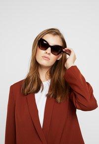 Dolce&Gabbana - Solglasögon - havana - 1
