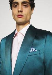 Twisted Tailor - DRACO SUIT - Kostym - bottle green - 6