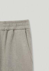 Massimo Dutti - MIT STRETCHBÜNDCHEN  - Trousers - grey - 2