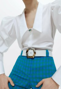 Uterqüe - MIT ZIERFALTEN - Button-down blouse - white - 4