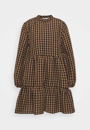 OBJARRIE DRESS 2-IN-1 - Kjole - chipmunk