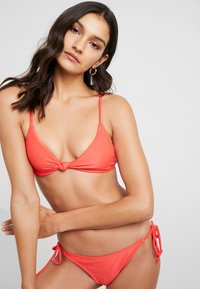 Cotton On Body - KNOT FRONT BRALETTE SET - Bikini - spicy red - 3