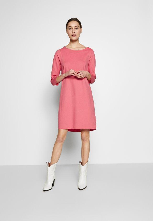 STRAIGHT - Jersey dress - bright berry