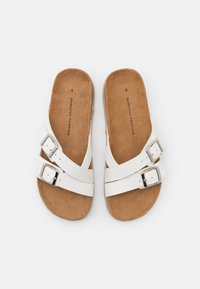 Dorothy Perkins - FOXY DOUBLE BUCKLE FOOTBED - Domácí obuv - white - 5