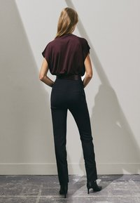 Massimo Dutti - SLIM-FITMIT HOHEM BUND LIMITED EDITION  - Trousers - black - 1