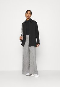 Weekday - PETRA TROUSER - Trousers - dogtooth - 1