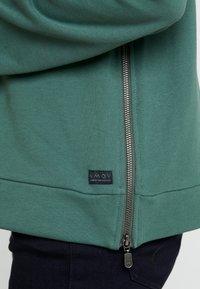 AMOV - ASTRID LOGO - Sweatshirt - bottle green - 5