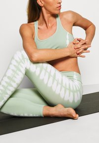 South Beach - SEAMLESS SMOKEY - Legging - green/white - 3