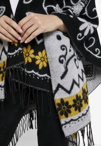 Desigual - PONCHO BARBARO - Cape - black - 4
