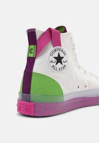 Converse - CHUCK TAYLOR ALL STAR CX COLORBLOCKED UNISEX - Vysoké tenisky - white/bold wasabi/nightfall violet - 4