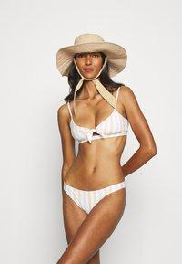 Roxy - Bikini bottoms - bright white - 1