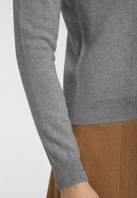 cashmere stories - RUNDHALS - Cardigan - flanell - 4
