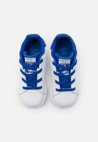 adidas Originals - STAN SMITH UNISEX - Trainers - footwear white/royalblue - 3