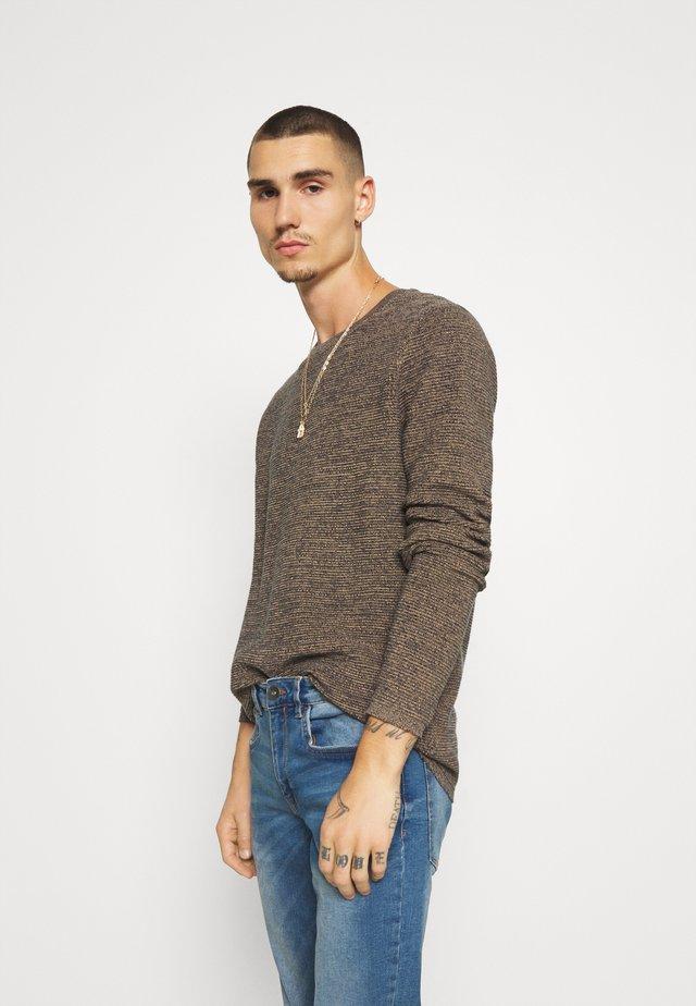 MARTIN  - Stickad tröja - travertine