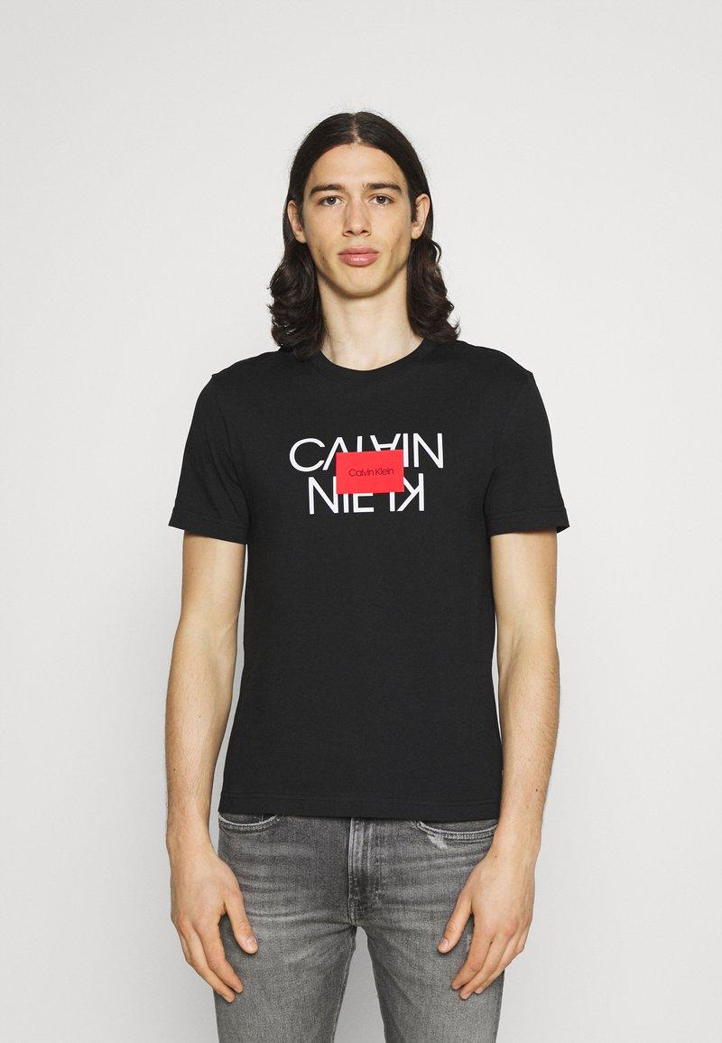 Calvin Klein - TEXT REVERSED LOGO  - T-shirt med print - black