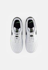 Nike Sportswear - NIKE AIR FORCE LOW - Sneakersy niskie - white/aquamarine-lime glow-off noir - 3