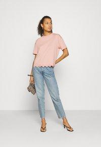 New Look - FLOWER TRIM HEM TEE - Print T-shirt - light pink - 1