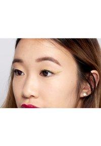 Nyx Professional Makeup - GLITTER GOALS LIQUID EYELINER - Eyeliner - 01 zodiac queen - 4