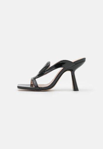 FREDDIE - Pantofle na podpatku - black