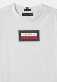Tommy Hilfiger - GRAPHIC - T-shirt med print - white