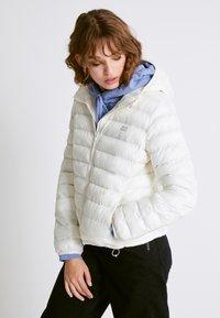 Levi's® - PACKABLE JACKET - Light jacket - tofu - 0