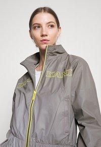 Karl Kani - RETRO SHINY SHORT TRACKJACKET - Summer jacket - grey - 3