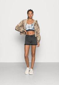 Noisy May - NMBE LUCY FOLD - Denim shorts - dark grey denim - 1