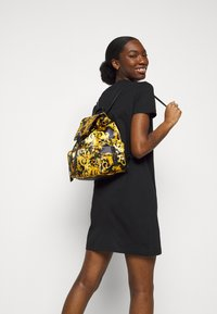 Versace Jeans Couture - SHELLY BACKPACK - Batoh - black - 0