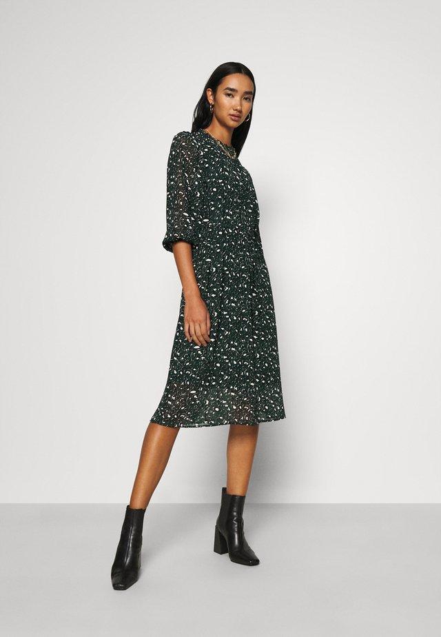 VMSAFFRON DRESS - Day dress - pine grove