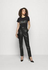 LIU JO - LOGO - Print T-shirt - nero - 1