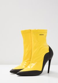 Diesel - SLANTY D-SLANTY ABH - High heeled ankle boots - freesia yellow/ black - 4