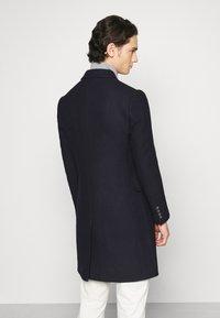 Isaac Dewhirst - PEAK COAT - Classic coat - dark blue - 2