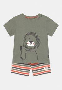 Staccato - SET - Print T-shirt - khaki/orange - 0